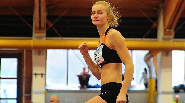 Atletka Michaela Hrubá zabojuje ve skoku do výšky o čtvrtý titul mistryně republiky.