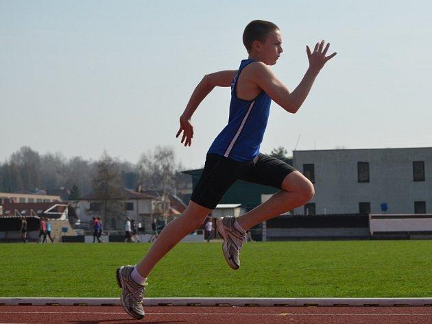 Mladí atleti z AK Dvorská letos posbírali medaile na mnoha závodech.