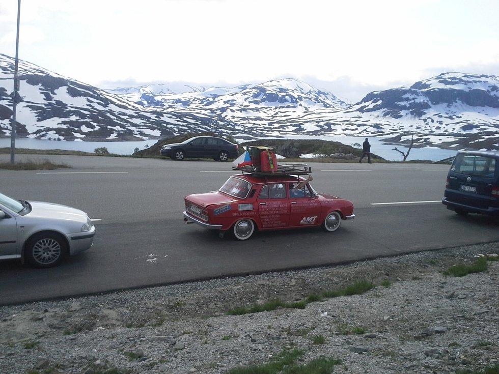 Devět tisíc tři sta kilometrů. Takovou trasu nedávno zvládla výprava blanenských dobrodruhů a příznivců aut značky Škoda. Ve škodovce stovce z roku 1976 vyrazili z Blanska na Nordkapp v Norsku.
