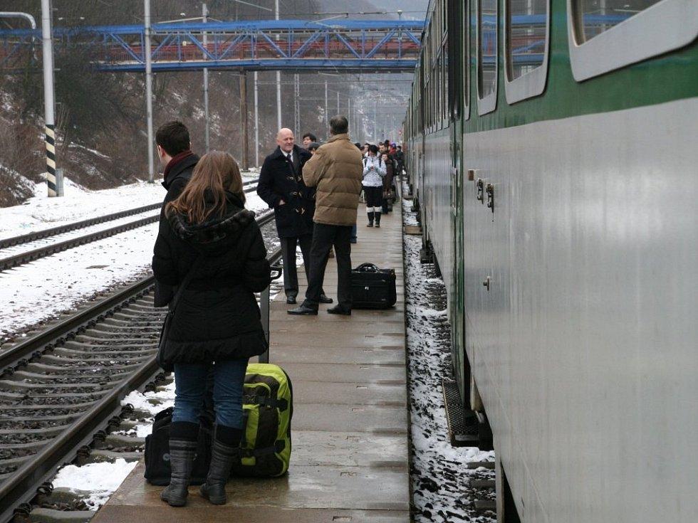 V pondělí před jedenáctou hodinou dopoledne došlo v železniční stanici Adamov nádraží k mimořádné situaci na trati. Vlak Eurocity vjel na kolej, na které stál osobní vlak. Vlak zastavil asi třicet metrů od něj.