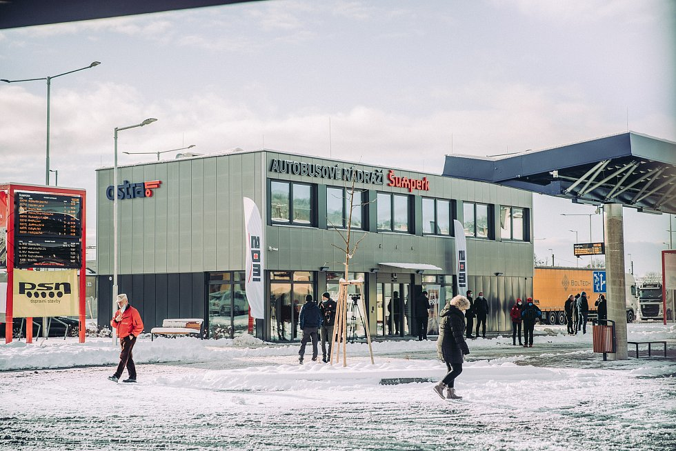 Zmíněná společnost před časem postavila například výpravní budovu autobusového nádraží v Šumperku (na snímku), tržnici v Praze a několik školek v okolí hlavního města.