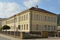 Budova bývalé měšťanské školy v Tyršově ulici v Letovicích, kde se v květnu otevře nové muzeum