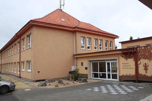 Budova benešovské základní školy.