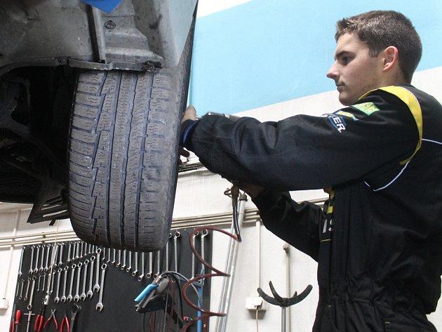 Napilno v těchto dnech mají například v blanenském pneuservisu RS servis.