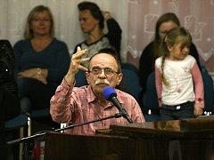 Jaroslavu Uhlířovi tleskal v Adamově zaplněný sál.