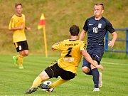V utkání 3. kola divizní skupiny D porazil FK Blansko (modré dresy) Slovan Rosice vysoko 4:0.