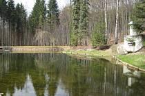 Nádrže se nacházejí na levostranném přítoku rybníka v Arboretu Křtiny mezi Jedovnicemi a Křtinami.
