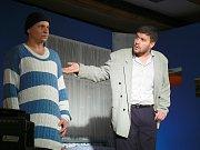 Sobotní večer patřil v Krásensku tamním divadelním ochotníkům, kteří na premiéře nově nazkoušené hry S tvojí dcerou ne! pobavili více než sto diváků.