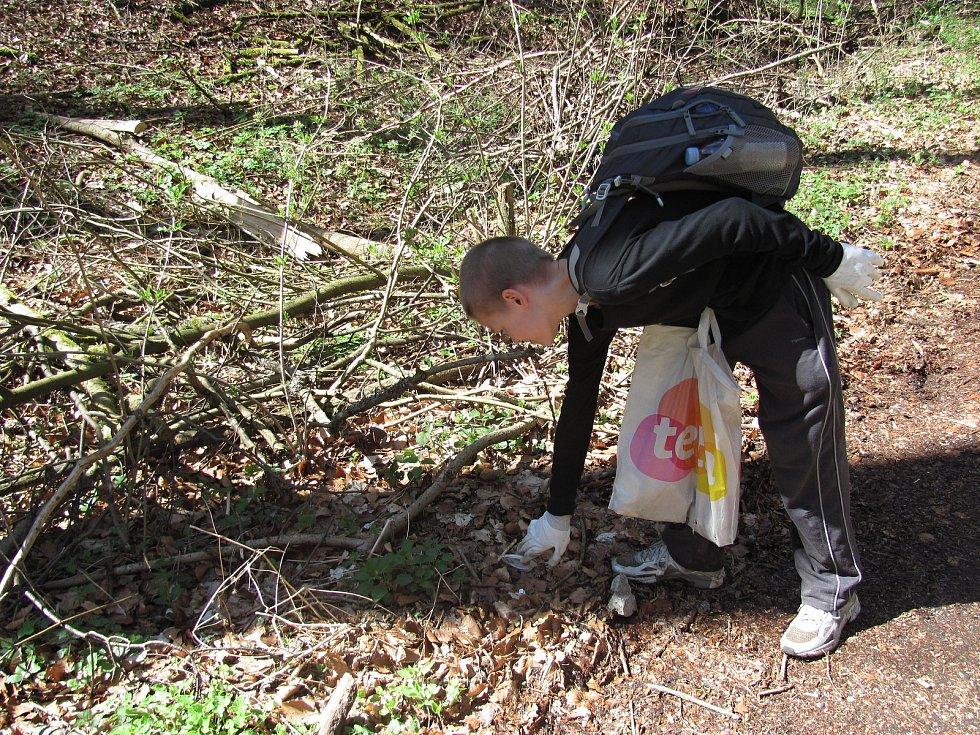 Dobrovolníci uklízeli Moravský kras. Již pošestadvacáté.