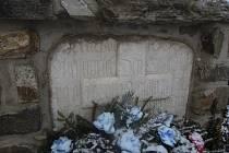 Smírčí a křížové kameny na Vysočině připomínají dávné tragédie. V obci Bukov zavraždili šlechtice. V Moravci zase tamního šafáře.