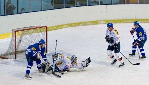 Gólman Valašského Meziříčí byl pro domácí hokejisty velkou překážkou.