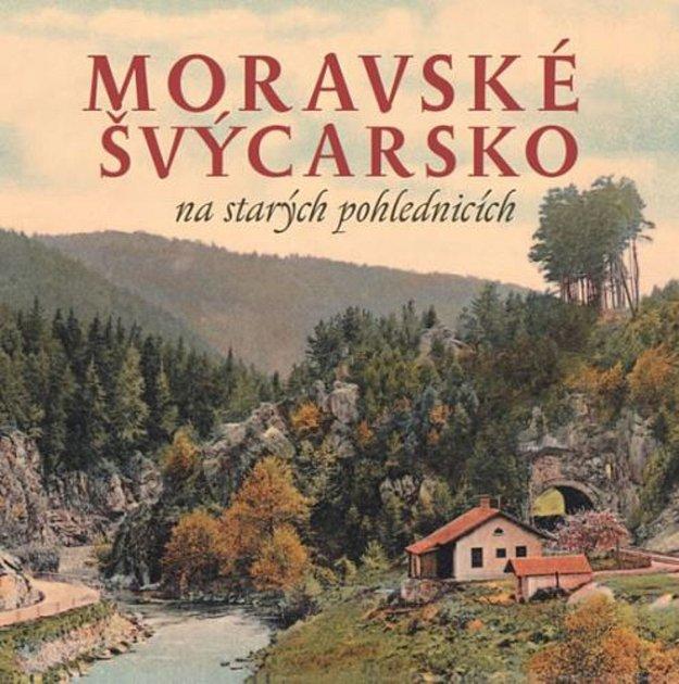 Milan Sýkora sbírá staré pohlednice.