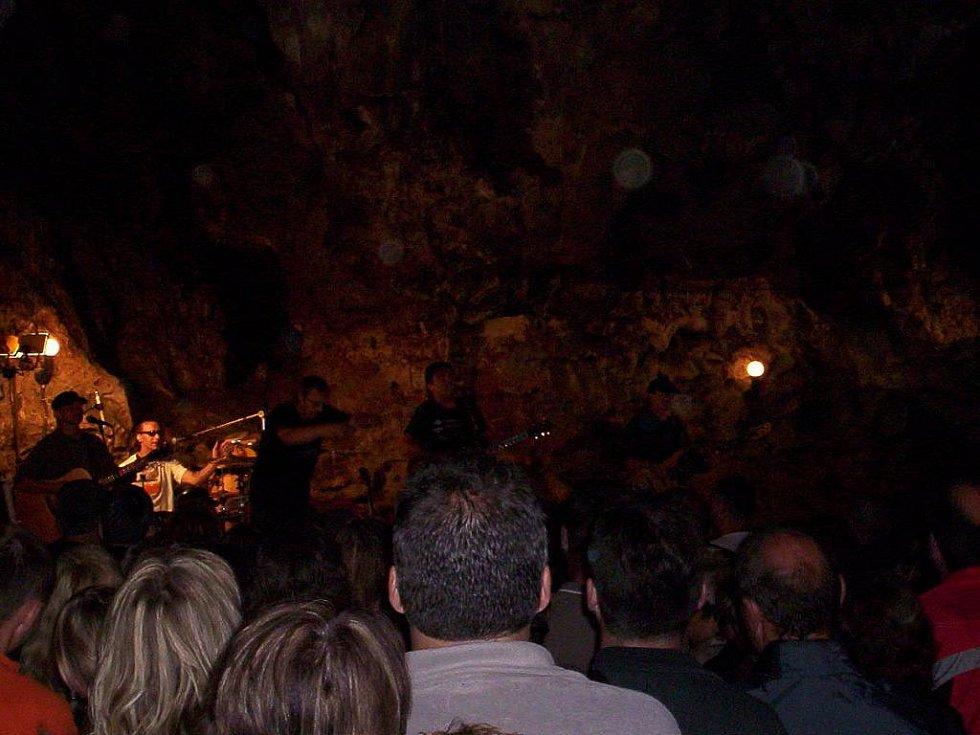 Koncert skupiny Kamelot v Císařské jeskyni