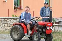 Na dvanáctém ročníku rudického Vehicle Cupu se sjela téměř dvacítka podomácky vyrobených strojů z Blanenska a okolí. Na závodě vehiklů tam tak mohli kutilové předvést, co si vyrobili na odvážení dříví z lesa, vyorávání brambor nebo jen tak pro radost.