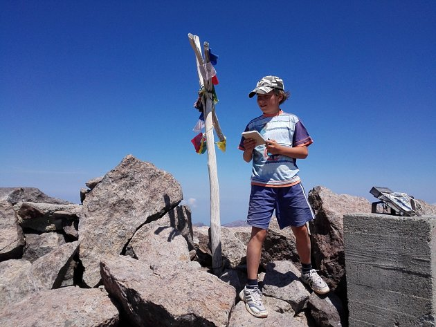 Loni nadějný hudebník srodiči zdolal nejvyšší horu Korsiky.