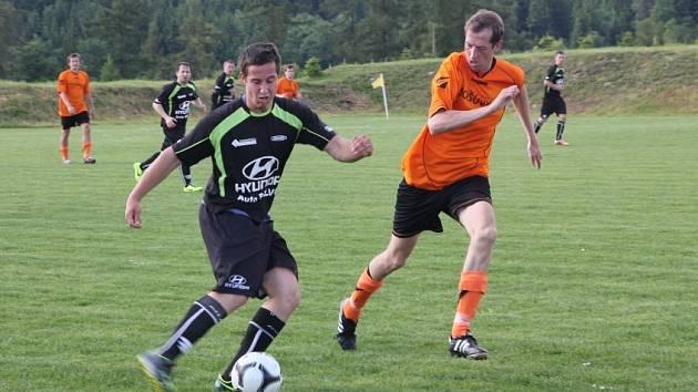 Fotbalisté Šošůvky vyhráli na hřišti třetích Vilémovic 3:2 a v tabulce okresního přeboru se drží s Černou Horou na špici.