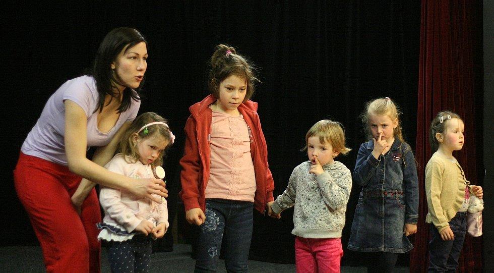 Tatínku, ta se ti povedla! Divadlo Kolárka bavilo děti v Blansku.