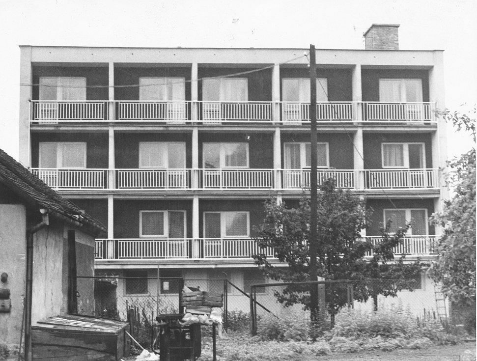 Zchátralý hotel Velen jde v Boskovicích k zemi. Po 44 letech.