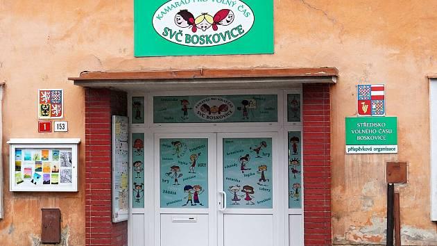 Středisko volného času Boskovice připravilo pro děti hledací hru s putováním za boskovickými strašidly.