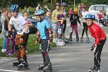 Po sportovním ostrově v Blansku svištěly děti na bruslích.