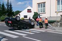 Čtyřiadvacetiletý mladík na silnici I/43 ve směru na Svitavy usnul za volantem Volkswagenu Passat.