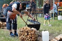 Blanenské zámecké gulášobraní nabídlo souboj kuchařských týmů, zábavné odpoledne plné hudby a tance, a také slovenského šéfkuchaře Marcela Ihnačáka. Celý festival si podmanil tým Vařmeni.
