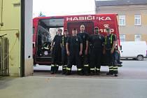 Ničivé tornádo bralo lidem střechu nad hlavou. Sbor dobrovolných hasičů ze Svitávky pomáhal ze všech sil.