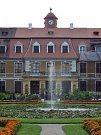 Noční prohlídky s vystoupením šermířů na zámku v Rájci-Jestřebí se těšily velkému zájmu návštěvníků.