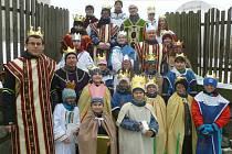 Tříkrálové koledování v Lipovci. V roce 2016 se do koledování zapojilo 26 králů v osmi skupinkách. Foto: archiv Bohumily Ševčíkové