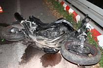 Muž z Brna nezvádl v neděli večer u Šebrova levotočivou zatáčku. Na místě zemřel.