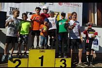 Na snímku část blanenské biketrialové výpravy při závodě v brněnských Kníničkách na stupních vítězů.