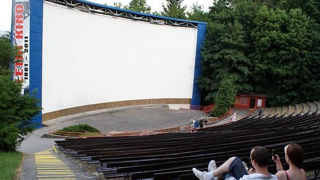 Přírodní amfiteátr s letním kinem v Boskovicích.