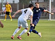 Ve druhém kole Moravskoslezské divize D vyhráli fotbalisté Blanska (modré dresy) v Lanžhotě 1:0.
