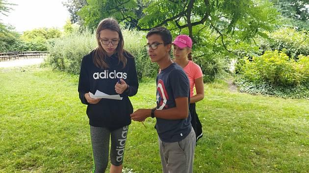 Děti z Velkých Opatovic do školy chodily i o víkendu. Díky práci pedagogů zažily dobrodružství ve školním letním kempu.