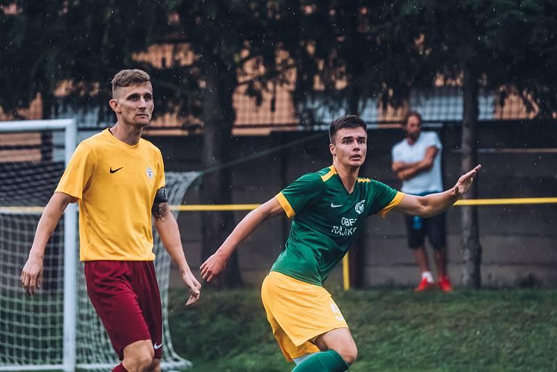 Fotbalisté Ráječka (v zeleném) v utkání s brněnskou Spartou.