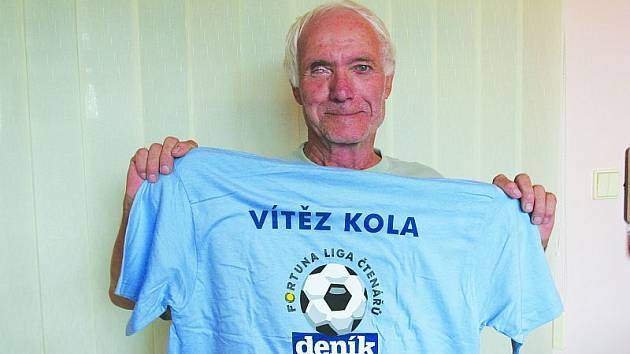 Pavel Vazovan z Olešné vyhrál v prvním kole tipovací soutěže Deníku Fortuna liga. Stejný kousek se mu povedl již vloni. Jako cenu si odnesl tričko s logem soutěže a stokorunovou poukázku na sázení ve sběrnách Fortuny.