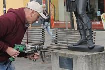 Restaurátoři odvezli z Blanska sedm litinových soch. Vrátí je opravené.