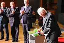 Blanenští ocenili projektanta Antonína Petlacha a galeristu Pavla Svobodu. Získali Cenu města Blanska. Uznávaný projektant vodních elektráren Petlach za celoživotní přínos a dílo v oblasti techniky a Svoboda v oblasti kultury.