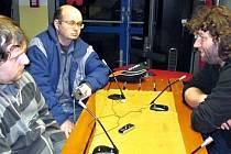 Trenér Minervy Boskovice Tomáš Zeman (vpravo) při tiskové konferenci po utkání s novináři.