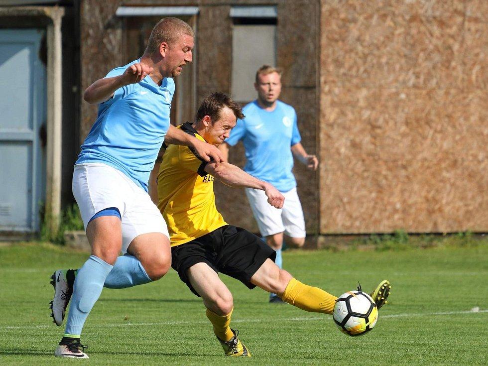 V okresním derby krajského přeboru prohráli fotbalisté SK Olympia Ráječko (žluté dresy) FC Boskovice 2:4.