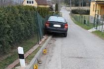 Pořádně pod parou sedl za volant v úterý odpoledne čtyřicetiletý muž v Boskovicích. Opilý řidič Opelu Astra nejprve narazil do protijedoucího auta a pak jeho jízda skončila nárazem do plotu u rodinného domku v Mladkově.
