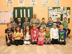 Žáci ze ZŠ Kotvrdovice s paní učitelkou Jaroslavou Hybáškovou.