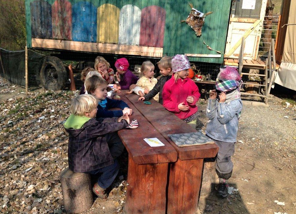 Děti z Lesní mateřské školky Ostrov u Macochy.