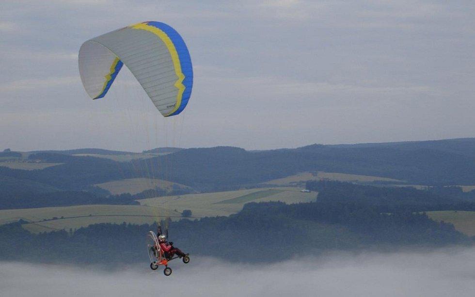 Petr Buchta z Adamova propadl létání na motorovém křídle.
