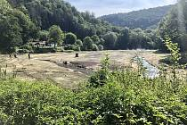 Jakubovo jezero na říčce Punkvě v Moravském krasu je vypuštěné. Kvůli opravě stavidel.