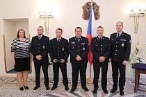 Policisté dostali na zámku v Boskovicích medaile.