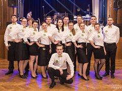 Členové olešnického Spolku přátel piva na plese v roce 2017.