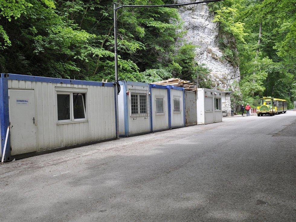 U Punkevních jeskyní začaly přípravné práce na stavbu nové vstupní budovy.