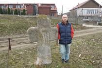V tomto díle se vypravíme za smírčími kříži a křížovými kameny do okresu Brno-venkov do obce Sokolnice a Podolí. A také do Těšan.