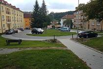 Obyvatelům boskovické ulice Wolkerova došla nedávno trpělivost. Na radnici poslali petici, ve které město žádali o umístění dopravní značky s vyhrazeným parkováním před jejich bydlištěm.